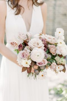 We love a good styled shoot that encompasses inspiration for all season, and these berry colored wedding ideas hit the nail on the head! Boho Wedding Bouquet, Bridal Bouquet Fall, Bride Bouquets, Bridal Flowers, Bridesmaid Bouquet, Wedding Bride, Floral Wedding, Wedding Colors, Wedding Styles