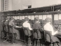 vintage everyday: 20 Vintage Photos of Women Telephone Operators at Work Old Pictures, Old Photos, Vintage Photographs, Vintage Photos, Phone Etiquette, Telephone Exchange, Cell Phone Reviews, Sitting Posture, Cell Phone Plans