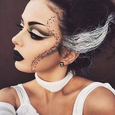 Looking for for ideas for your Halloween make-up? Browse around this site for creepy Halloween makeup looks. Disfarces Halloween, Noche Halloween, Creepy Halloween Makeup, Braut Halloween, Simple Halloween Makeup, Trendy Halloween, Halloween Fashion, Vintage Halloween, Meme Costume