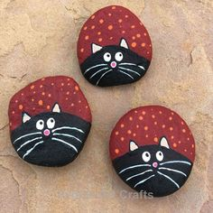 If you are looking for Diy Christmas Painted Rock Design Ideas, You come to the right place. Here are the Diy Christmas Painted Rock Design Ideas. Rock Painting Patterns, Rock Painting Ideas Easy, Rock Painting Designs, Paint Designs, Paint Ideas, Rock Painting Ideas For Kids, Painted Rock Animals, Painted Rocks Craft, Hand Painted Rocks