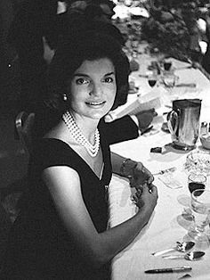 30 Facts About Jackie O – A Look at Jacqueline Kennedy Onassis Jacqueline Kennedy Onassis, John Kennedy, Jackie Kennedy Style, Les Kennedy, Jaqueline Kennedy, Caroline Kennedy, Jaclyn Kennedy, Divas, Familia Kennedy