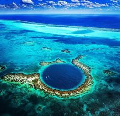The Great Blue Hole. Belize.