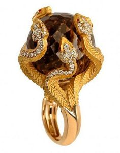 Ring from the Mytholoy collection in 18k gold and precious stones by Magerit