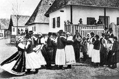 kalotaszeg - Google Search Hungarian Dance, Folk Dance, Costume Dress, Traditional Dresses, Folklore, Costumes, Google Search, Hungary, Dress