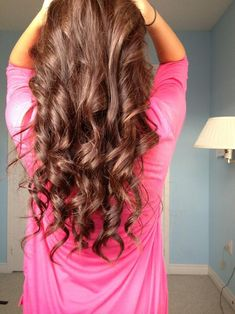Casual Brunette Curls - Hairstyles and Beauty Tips