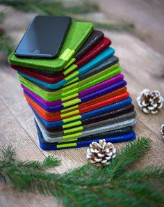 AMAZON PRIME AB SOFORT ERHÄLTLICH Die gesamte Farbpalette für das iPhone 7 Plus & iPhone 6S Plus ist ab sofort über Amazon Prime erhältlich. Damit sind euch schnelle Lieferzeiten garantiert! Parallel dazu bleibt weiterhin die Möglichkeit auch direkt über uns die Bestellung aufzugeben. Jetzt alle 17 Farben bei Amazon ansehen: http://amzn.to/2idhB6o #apple #iphone7plus #iphone6splus #iphone #smartphone #merino #filz #hülle #tasche #filzhülle #filztasche #handmade #germany