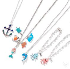 Add a final summery touch to any outfit with our beach-inspired necklaces!