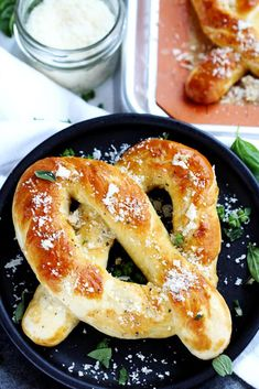 Garlic parmesan soft pretzels - Fresh soft pretzels mixed with herbs and Parmesan cheese for a tasty treat any time. These pretzels mimic Auntie Anne's and are the perfect savory snack - Gather for Bread Savory Snacks, Yummy Snacks, Yummy Food, Homemade Soft Pretzels, Pretzels Recipe, Pretzel Bread, Pretzel Dough, Appetizers For A Crowd, Appetizer Recipes