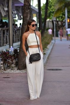 Pin de brooke girardi em fashionista fashion, vacation style e white two pi Street Style Outfits, Casual Outfits, Cute Outfits, Miami Outfits, Outfits For Hawaii, Party Outfits, Look Fashion, Fashion Outfits, Womens Fashion
