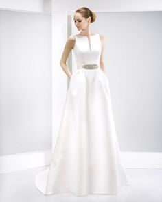 Simple, tailored gown by Jesus Peiro - 6019. The cute pleates and the belt add such a quirky twist to this light weight gown.