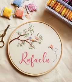 Diy Embroidery Designs, Hand Embroidery Patterns Free, Embroidery Hoop Crafts, Hand Embroidery Projects, Hand Embroidery Videos, Creative Embroidery, Hand Embroidery Designs, Embroidery Kits, Crochet