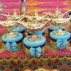 Decoração Jasmine e Aladdin - Faz de Conta Artesanato e Decoração Aladdin Birthday Party, Aladdin Party, Birthday Party Themes, Festa Tema Arabian Nights, Arabian Nights Party, Jasmine E Aladdin, Aladdin Wedding, Princess Jasmine Party, Quinceanera Themes