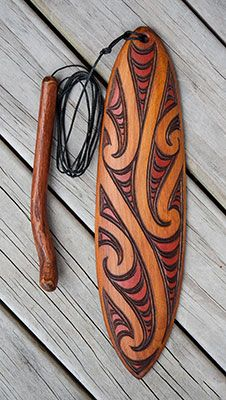 Wood carving is a sacred art form for Maori from hand made wearable art and necklaces to weapons, gift boxes, intricate wall art and traditional sculptures. Wood Carving Art, Bone Carving, Wood Art, Maori Legends, Maori Tribe, Maori Patterns, Traditional Sculptures, Polynesian Art, Primitive Technology
