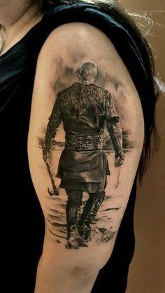 Tatuagens de Ragnar Lothbrok da série Vikings que vão te levar a Valhala | Tinta na Pele