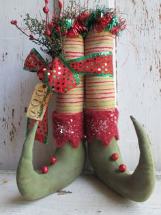 Primitive Christmas Elf Shoes w/ Fabric by OldeAtticPrims on Etsy Christmas Fabric Crafts, Diy Christmas Ornaments, Christmas Projects, Holiday Crafts, Christmas Stockings, Christmas Wreaths, Christmas Decorations, Christmas Patterns, Vintage Decorations