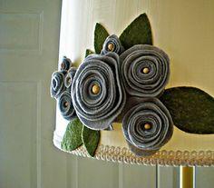 Miss K's room felt flower lamp shade. Crafts To Do, Felt Crafts, Arts And Crafts, Diy Crafts, Felt Flowers, Diy Flowers, Fabric Flowers, Shade Flowers, Fleurs Diy