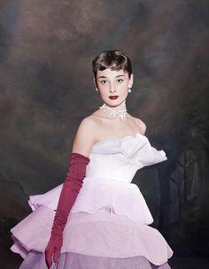 Audrey Hepburn by klimbims on DeviantArt Audrey Hepburn Born, Audrey Hepburn Inspired, Audrey Hepburn Photos, Hollywood Fashion, Old Hollywood, Hollywood Style, Hollywood Actresses, She's A Lady, Vintage Glamour