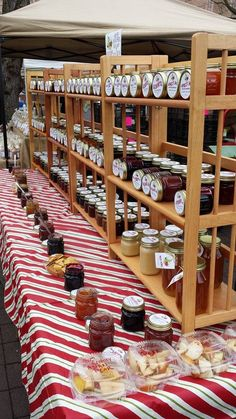 I definitely think food needs to be tasted at these markets to sell better Market Stall Display, Farmers Market Display, Market Displays, Market Stalls, Farmers Market Recipes, Craft Fair Displays, Food Displays, Display Ideas, Nashville Farmers Market