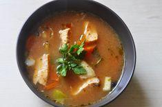 Pyszna zupa rybna z łososiem i dorszem to idealna propozycja na pożywny obiad. Od nas zależy czy będzie to pikantna zupa rybna czy raczej łagodna.