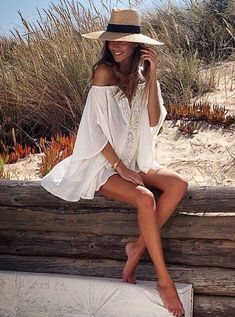 Pretty beach cover-up with cute straw sun hat. - Pretty beach cover-up with cute straw sun hat. Pretty beach cover-up with cute straw - Beach Photography Poses, Beach Poses, Summer Photography, Lifestyle Photography, Mode Hippie, Mode Boho, Surfergirl Style, Outfit Strand, Boho Fashion