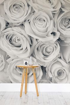 A refined wallpaper design that exudes luxury and sophistication.