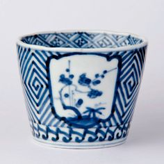 For many years, pottery has played an integral role in society, with many people collecting and making their own different variety. In some cases, ancient pottery has been sold for thousands, if no… Ceramic Mugs, Ceramic Pottery, Ceramic Art, Japanese Porcelain, Japanese Pottery, Japanese Table, Blue And White China, Pottery Designs, Tea Bowls
