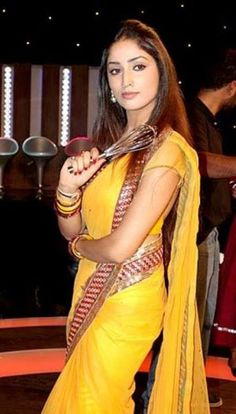 b57908c531b26 Yami Gautam in Yellow Saree Yellow Saree