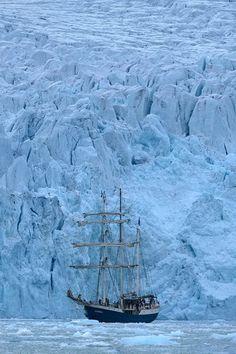 Barkentine Antigua in front of Emma Glacier (Emmabreen) in Liefdefjorden, Svalbard.