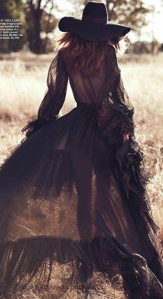 TatiTati Boho Style * The Sweetest Thing // Cassi van den Dungen by Will Davidson for Vogue Australia April 13 Boho Chic, Bohemian Mode, Boho Gypsy, Bohemian Style, Hippie Chic, Gothic Hippie, Dark Bohemian, Estilo Boho, Estilo Country Chic