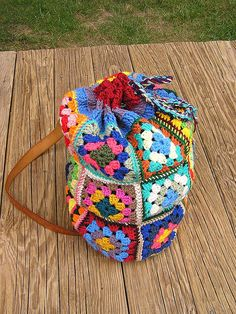 Thinking about making a bag out of my granny squares. At the moment my work in progress is stored in a carrier bag, could make something like this instead...