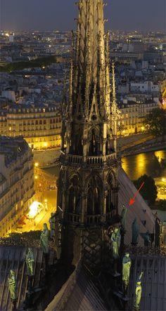 Viollet-le-Duc_nuit.jpg (508053 octets)