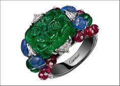 anello Hyderabad in platino con uno smeraldo dello Zambia taglio ottagonale di 12.66 carati inciso e zaffiri e smeraldi intagliati, rubini a forma di perle, onice, diamanti a forma triangolare e taglio brillante