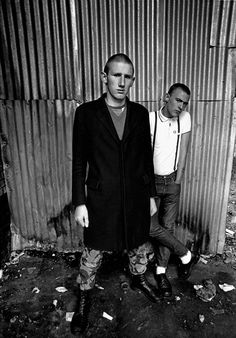 Rock Against Racism: Stunning Pictures of British Punk and Reggae Bands Using Music to Fight Fascism in the Mode Skinhead, Skinhead Fashion, Skinhead Style, Skinhead Boots, Skinhead Men, Teddy Boys, Fred Perry, Dr. Martens, Black And White