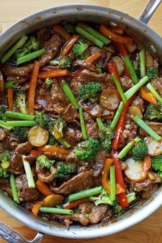 30 Minute Mongolian Beef Stir-Fry There's no need to order out! This easy 30 minute Mongolian beef stir-fry is fresh, flavorful and ready to go in a hurry! - 30 Minute Mongolian Beef Stir-Fry - Life Made Simple Beef Steak Recipes, Beef Recipes For Dinner, Stir Fry Recipes, Cooking Recipes, Cooking Tips, Beef Meals, Easy Beef Recipes, Chicken Recipes, Fast Recipes