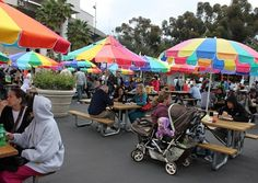 Rose Bowl Flea Market. Welcome to the world's most unusual flea market the shopping place of the stars. Featuring over 2,500 vendors and 15,000 to 20,000 buyers every Month.