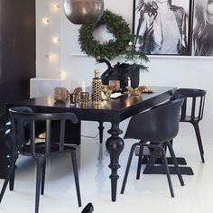 Jula hjemme hos @bybenedicthe ser du i kk jul styling by me & foto @wilhelmsenyvonne #interiordesign #interiorinspo #interiors #styling #interiorinspo #interior4you #interiordecoration #living #livingdecoration #livingdecor #nordic #nordiskehjem #christmas #christmasdecorations @kkmagazine