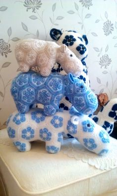 Hippo family. Happypotamus - Crochet Pattern by - Heidi Bears - ( available at , Http://heidibearscreativeblog spot.com ).