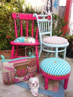 Ateliando - Customização de móveis antigos Cadeiras do nosso acervo, vestidas com sobras e sobrinhas de outros trabalhos e manualidades Ateliando no Tempo!