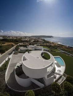 Image 3 of 42 from gallery of Casa Elíptica / Mário Martins Atelier. Photograph by Fernando Guerra Modern Architecture Design, Organic Architecture, Futuristic Architecture, Modern House Design, Amazing Architecture, Interior Architecture, Concept Architecture, Interior Design, Interior Decorating
