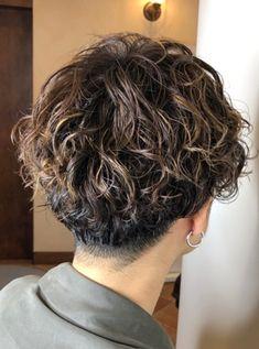 ハイライト×スパイラルパーマ | bangs [バングス] Haircuts For Wavy Hair, Wavy Hair Men, Hipster Hairstyles, Permed Hairstyles, Shaggy Short Hair, Short Hair Cuts, Shot Hair Styles, Curly Hair Styles, Highlights Curly Hair