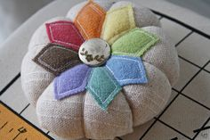 Cute way to use up wool scraps. This is a flicker page no directions.