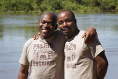 Andrea(left) and Richard (right) Richard é um dos rastreadores que atua no Projeto Onçafari e um dos responsáveis pela transferência de conhecimentos entre a África do Sul e o Pantanal. Ele é um dos melhores rastreadores da África e traz com ele muita experiência de como se rastrear grandes felinos.  ANDREA  Assim como o Andrea, Richard se integrou a equipe através da Tracking Academy da Africa do Sul. Ele é muito talentoso. Não apenas na arte de rastrear mas também no método de como explica…