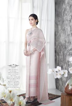 New Thai traditional - Fullrichbride Thai Traditional Dress, Traditional Fashion, Traditional Outfits, Thai Wedding Dress, Malay Wedding, Thailand Fashion, Thai Dress, Thai Style, Clothing Items