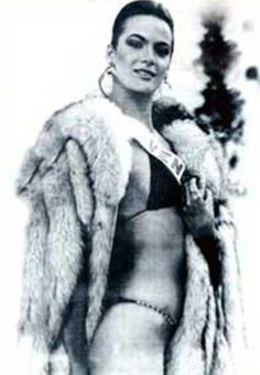 Foto que Recorió el Mundo de Maritza Sayalero Miss Venezuela 1979 en Perth, Australia en la Piscina del Hotel en el Certamen de Miss Universe 1979...