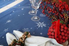 Christmas in the Tropics. Table runners in  Espírito Santo pattern.