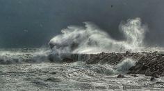 Breaking waves by angels58teo