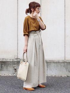 キャメルブラウン×グレージュの夏と秋の狭間コーデです☺️ 見て頂きありがとうございます❤️ Minimal Wardrobe, Japan Fashion, Street Style Women, Hijab Fashion, Midi Skirt, Normcore, Japan Style, Beige, Chic