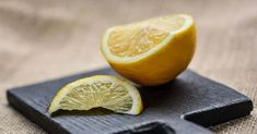 You might love lemonade and lemon chicken but Lemons have much more to offer than that! Find the best lemon home remedies! Lemon Uses, Yellow Fruit, Lemon Benefits, Tamarindo, Lemon Water, Natural Cleaning Products, Lemon Chicken, Fungi, Home Remedies