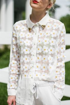 DIY Inspiration: Sheer Daisy Top. Picture via Olivia Taylor; La Voyageuse: Daisy