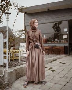 Have a great day♥️ —— Peated skirr from syuuuuukaaaa banget😍🙌🏻 Simple Hijab, Hijab Style, Casual Hijab Outfit, Ootd Hijab, Hijab Chic, Hijab Dress, Kebaya Dress, Street Hijab Fashion, Muslim Fashion
